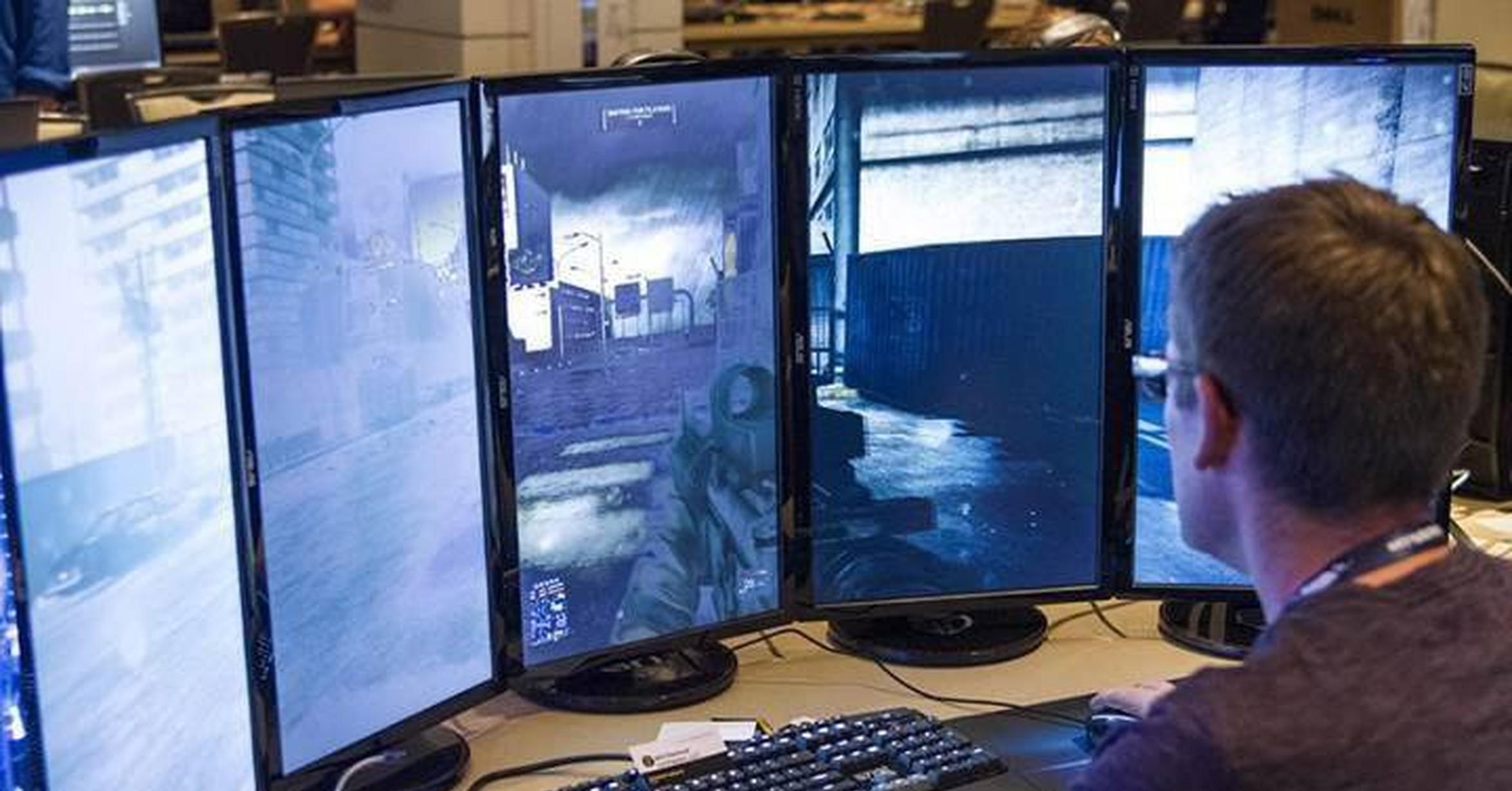 VRUTAL / Así se siente jugar con varios monitores a la vez